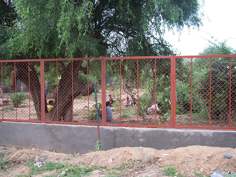 Fixing of protective fencing