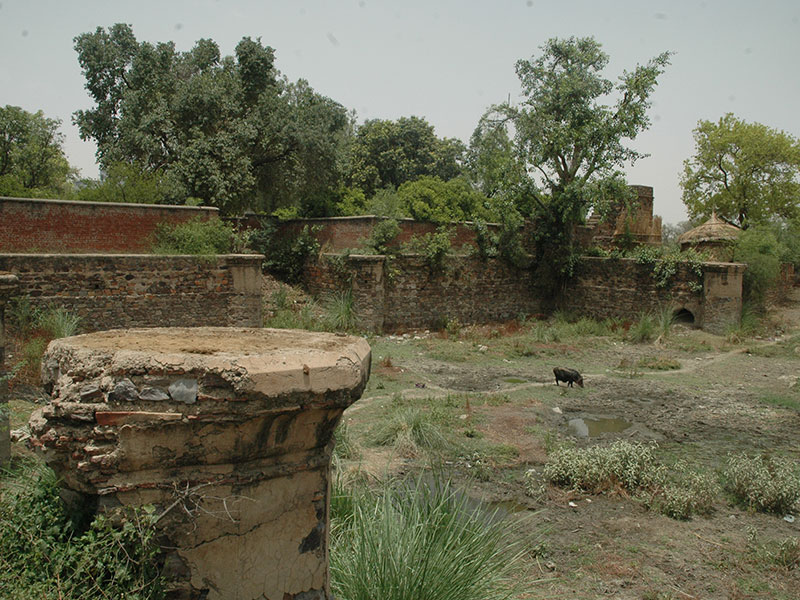Vrishbhanu Kund before restoration