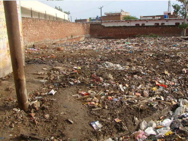 Rinmochan Kund filled with garbage
