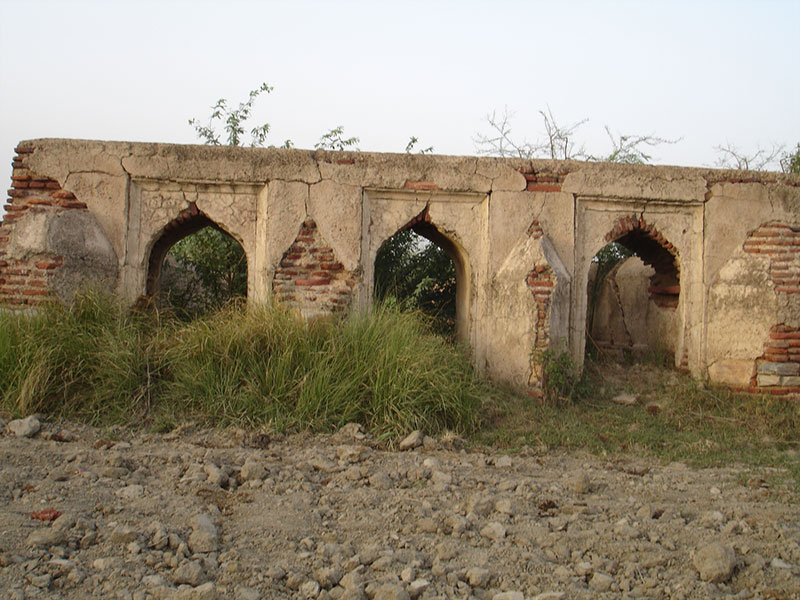 Ruined ghats of kund