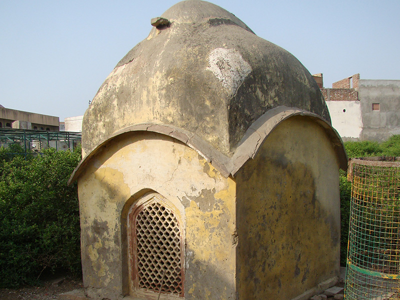 Samadhis in Seva Kunj before restoration