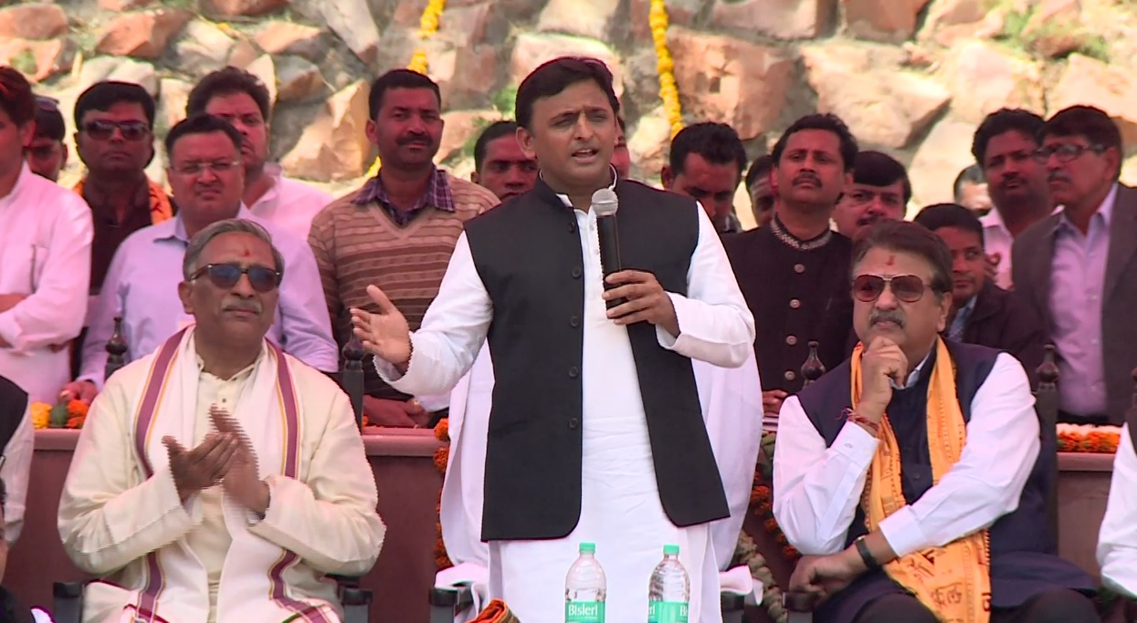 CM UP Sh. Akhilesh Yadav appreciating Rudra Kund