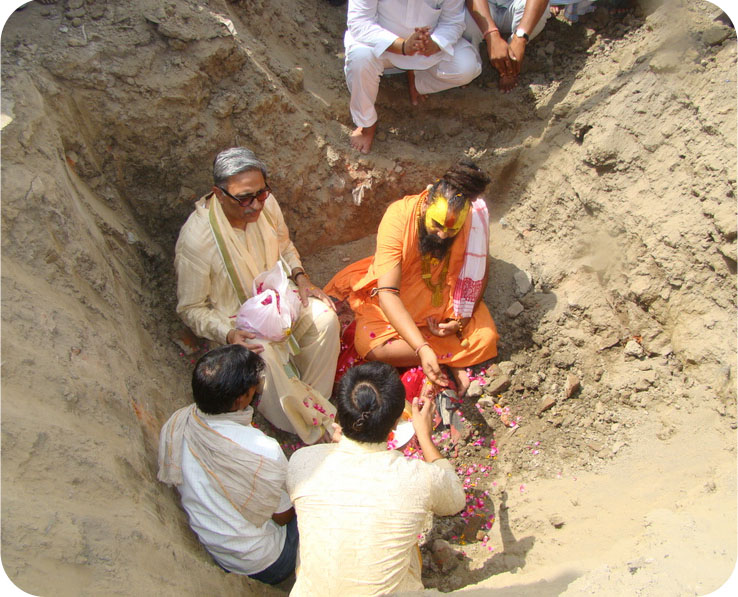 HH Rajendra Das ji laying the foundation stone of the Kund